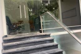 TOÀ NHÀ VĂN PHÒNG - Đường D1 Khu dân cư Him Lam Q.7 / 100m2 / 6 tầng / ngang 5m / dài 20m.